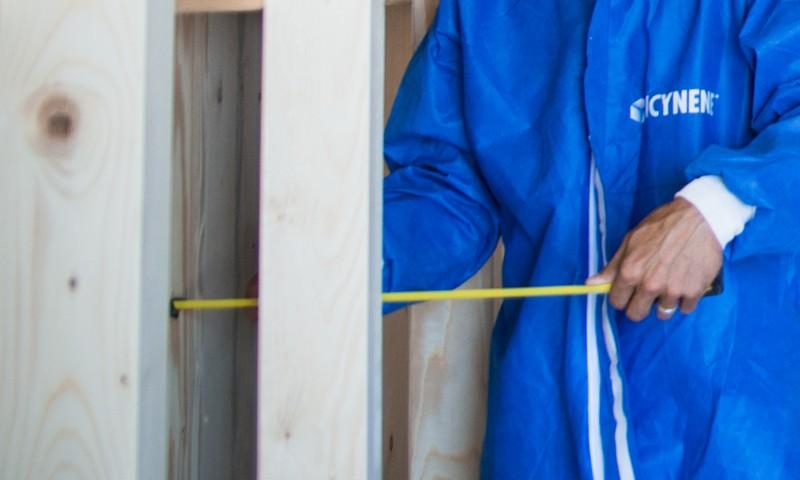 Isolation des murs d'une maison en construction - neuf