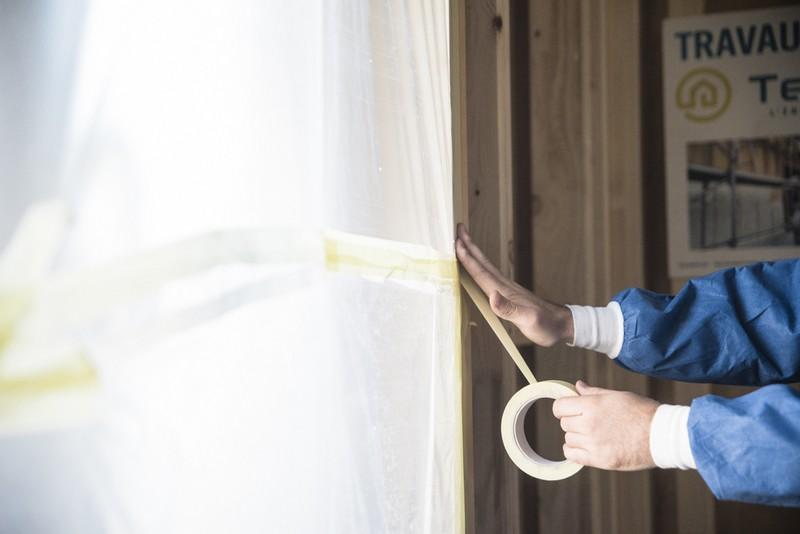 Isolation des murs d'une maison en construction - protection